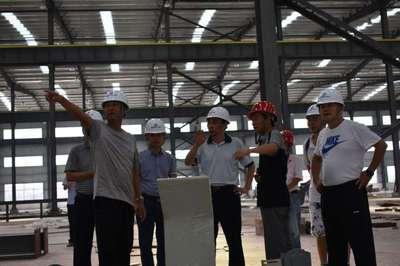 市建设局张龙彪一行人到公司指导